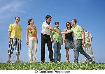 przedimek określony przed rzeczownikami, towarzystwo,...
