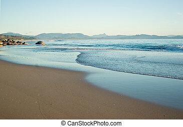 przedimek określony przed rzeczownikami, tropikalna plaża