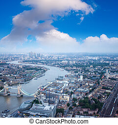 przedimek określony przed rzeczownikami, wieża most, i, londyn, sylwetka na tle nieba, w nocy