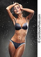 przelotny deszcz, oszałamiający, brunetka, wpływy