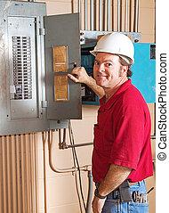 przemysłowy, elektryk, na pracy