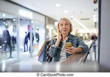 przesyłka, zakupy, fotografia, pociągający, dojrzały, podczas, wiadomość, dama, przyjaciel