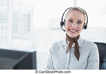 przy headset, blondynka, szczęśliwy, kobieta interesu