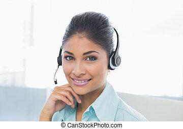 przy headset, do góry szczelnie, kobieta interesu