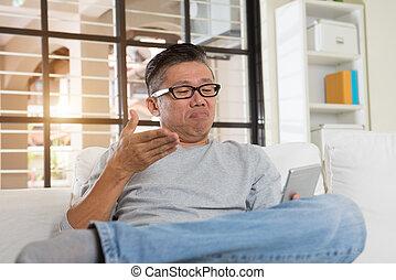 przygnębiony, telefon, dojrzały, asian obsadzają