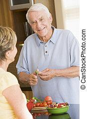 przygotowując, żona, mąż, warzywa