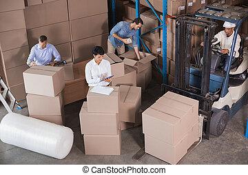 przygotowując, magazyn, wysyłka, pracownicy
