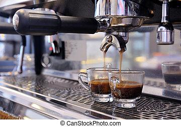 przygotowuje, espresso
