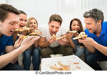 przyjaciele, jedzenie pizza