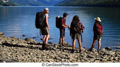 przyjaciele, nadrzecze, grupa, 4k, hiking