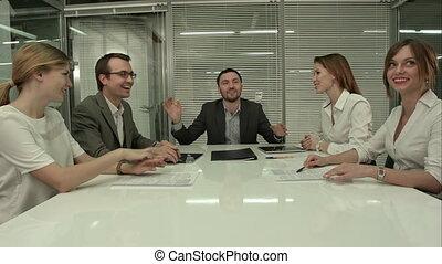 przypadkowa sprawa, drużyna, śmiech, podczas, spotkanie, w, biuro
