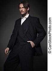 przystojny, człowiek, chodząc, ciemny, garnitur