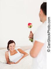 przystojny, facet, jego, róża, sympatia