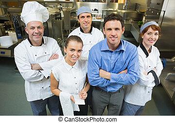 przystojny, kuchmistrze, przedstawianie, kelnerka, dyrektor...