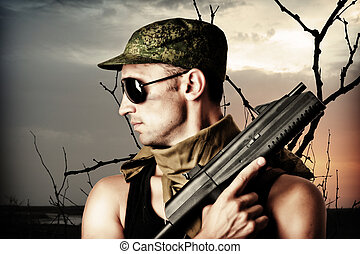 przystojny, niebezpieczny, wojskowy, człowiek