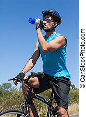 przystojny, rowerzysta, rower, jego, złamanie, woda, wpływy, picie