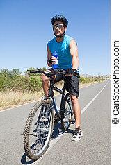 przystojny, rowerzysta, rower, jego, złamanie, wpływy