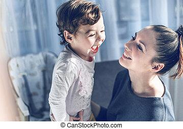 przytulając, jej, odprężony, macierz, kochany, dziecko
