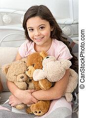 psicológico, menina, pequeno, brinquedo, pelúcia, concept., interior, melhorar, jogo natal, toy., wellbeing., urso, toys., fundo, criança, ter, criança, brincalhão, presente, favorito, pelúcia, pequeno
