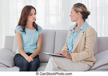 psychologue, femme, elle, écoute