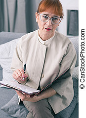 psychothérapeute, observations, elle