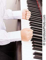puños, niño, arriba, golpear, manos, cierre, piano