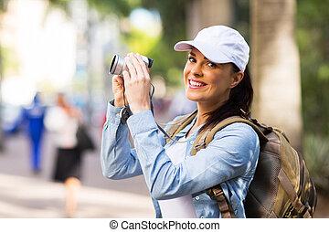 pueblo, joven, turista, el fotografiar
