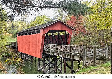 puente cubierto, encima, charca