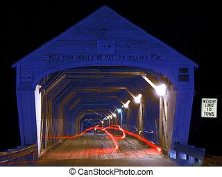 puente cubierto, entrada