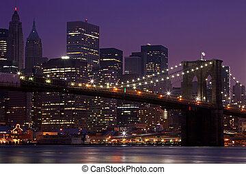 puente de brooklyn, y, horizonte de manhattan, por la noche,...