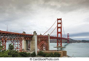 puente de la puerta de oro, en, un, día nublado
