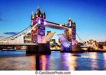 puente de torre, en, londres, el, uk., noche, luces, en, tarde, sunset.