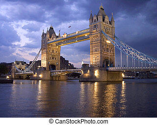 puente de torre, por, noche