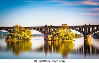 puente, monumento conmemorativo, susquehanna, encima, largo, wrightsville, río, pennsylvania., veteranos, exposición