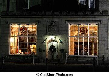 puerta, majestuoso, windows, lit, noche, hogar