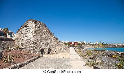 Puerto del Rosario, lime kilns - Puerto del Rosario, ...