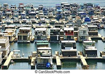 puerto deportivo, casas flotantes