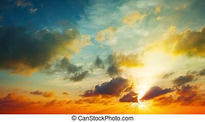 Puffy Clouds Drifting in Timelapse in a Sunset Sky. video -...