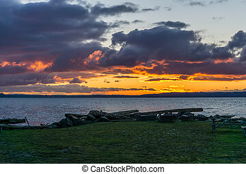 Puget Sound Setting Sun - The sun sets over the Puget Sound ...