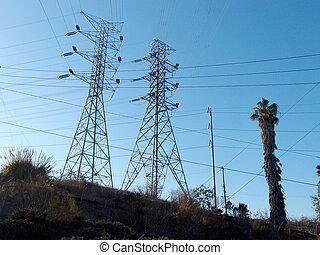 puissance élevée, métal, lignes, deux, grand, poteau, tension, intersecter, utilité