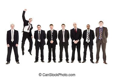 pular, homem, uma fileira, com, outro, homens