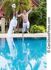pular, newlyweds, piscina, natação
