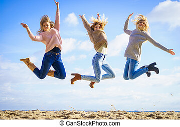 pular, três mulheres