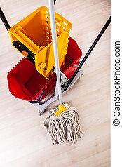 pulizia, pavimento, con, mocio