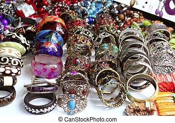 pulseras, joyas, vitrina, tienda, ganga
