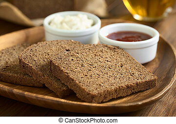 Pumpernickel Dark Rye Bread - Slices of pumpernickel dark ...