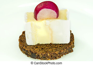 Pumpernickel with camembert