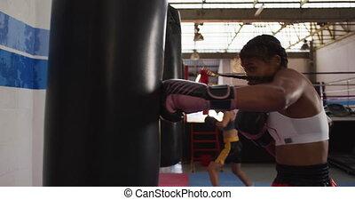 punchbag, course, boxe, femme, mélangé