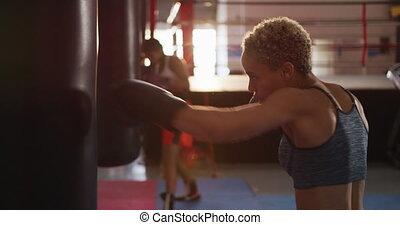 punchbag, course, boxe, femmes, mélangé