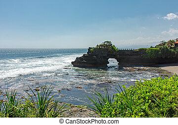 Pura Batu Bolong in Tanah Lot, Bali, Indonesia.